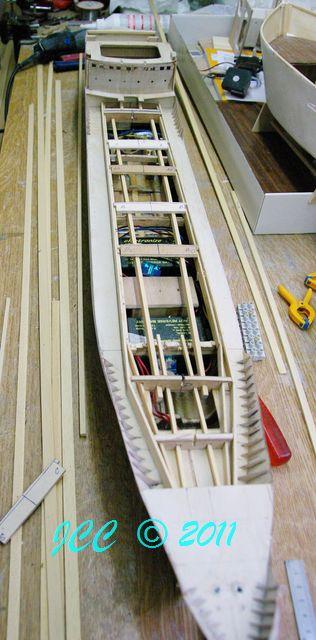 Le Bruly, construction pas à pas d'un petit tanker - Page 2 Imgp4110