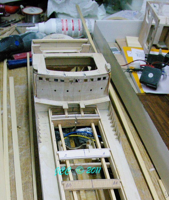 Le Bruly, construction pas à pas d'un petit tanker - Page 2 Imgp4111