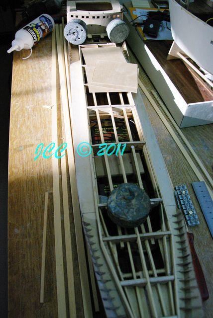 Le Bruly, construction pas à pas d'un petit tanker - Page 2 Imgp4112