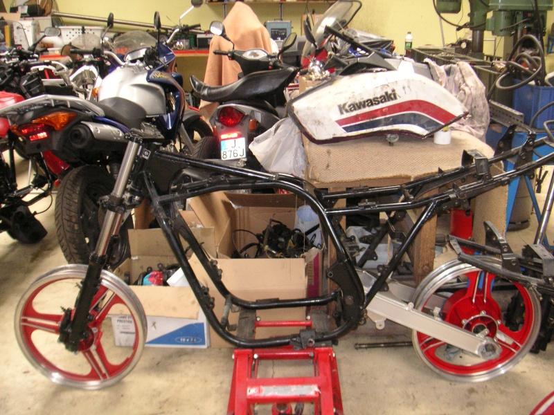 restauration sur base Kawasaki GPZ 750 (ZXA2) de 1983. 2011_010