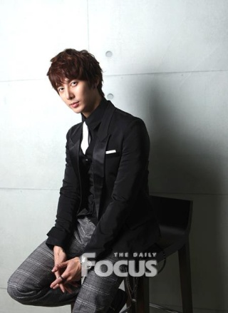 """[news] Hyung Jun """"Finally I am also acting, 2012 is my year!"""" Df710"""