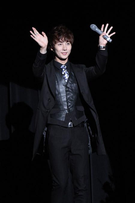 [photos] Hyung Jun attending Hanyu Pia event Ev110