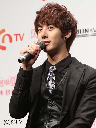 [photos] Hyung Jun attending Hanyu Pia event Ev810