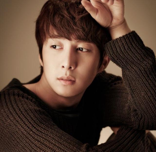 [photos] Hyung Jun's Photos by Official Site 08.06.12 Os310