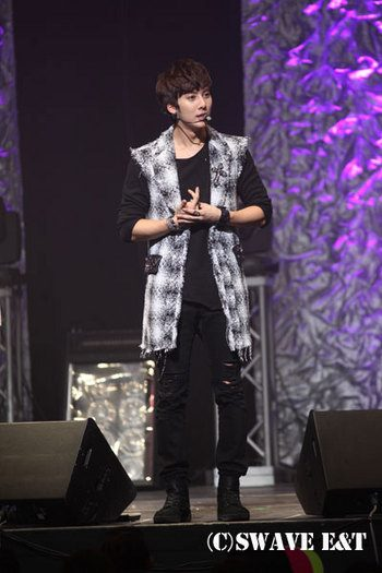 [photos] More Photos of Hyung Jun 2012 1st Story in Japan 2012.04.06 & 2012.04.07 Sw610