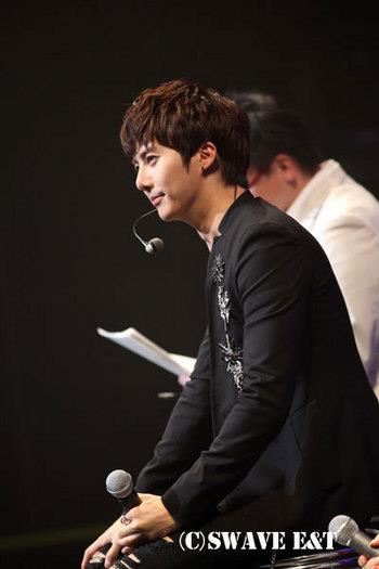 [photos] More Photos of Hyung Jun 2012 1st Story in Japan 2012.04.06 & 2012.04.07 Sw710