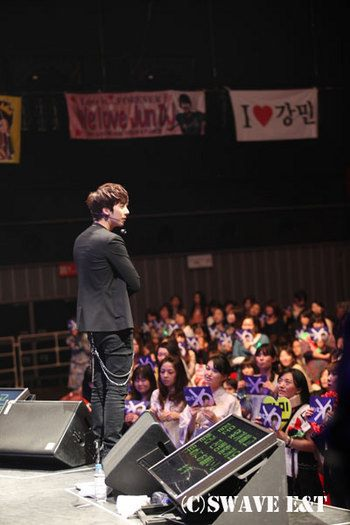 [photos] More Photos of Hyung Jun 2012 1st Story in Japan 2012.04.06 & 2012.04.07 Sw810