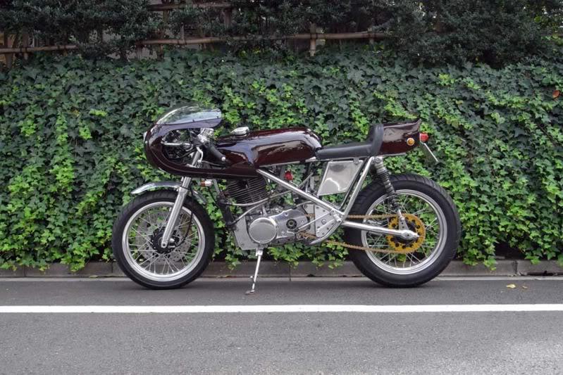 Beau mono racer 002l10
