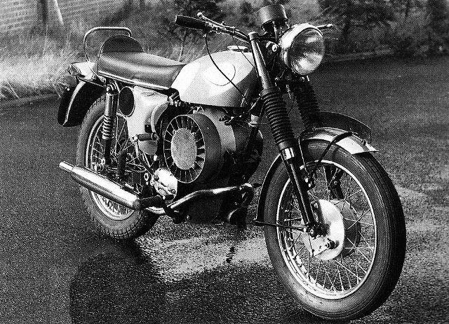 Motos d'exception et délires technologiques - Page 4 1972-b10