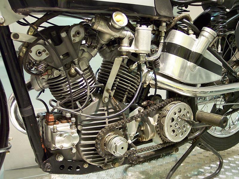 les plus beaux moteurs - Page 4 22369010