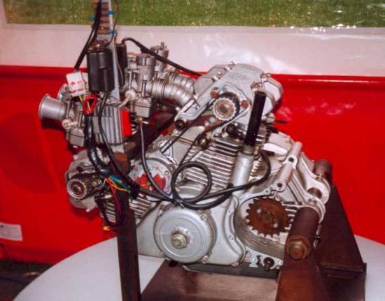 les plus beaux moteurs - Page 2 23233710