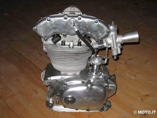 les plus beaux moteurs - Page 6 250bia10