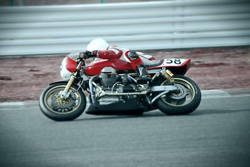 Guzzi... juste l'essentiel des Café Racer - Page 40 54038510