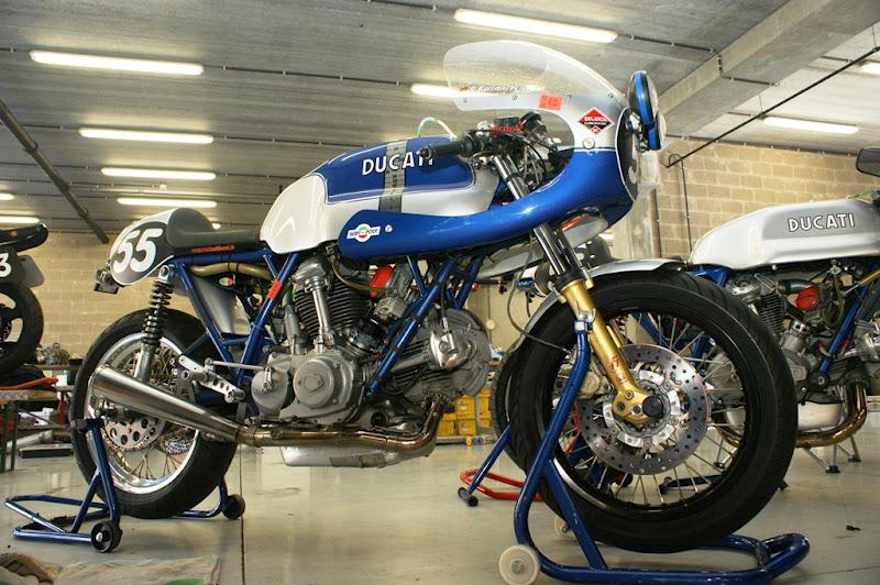 Ducati 750SS qui racle le fond du benard 75034210