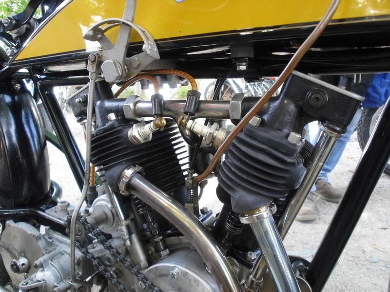 les plus beaux moteurs - Page 4 Bild5310