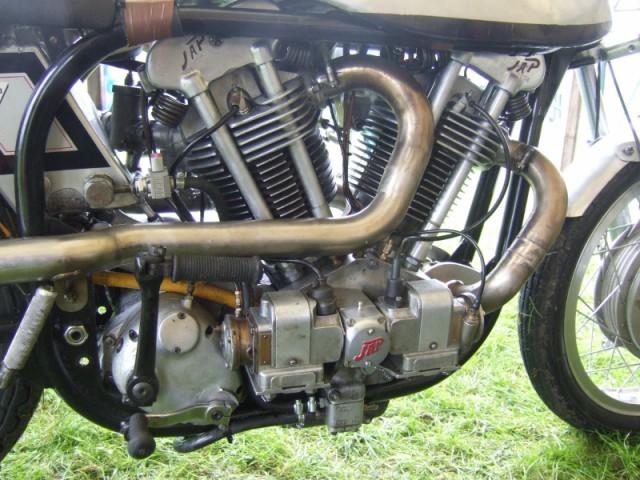 les plus beaux moteurs - Page 4 Dscf4012