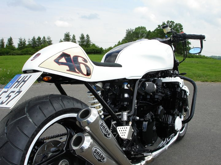 Honda CBX sévèrement tapée! Honda_23