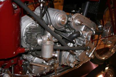 les plus beaux moteurs - Page 2 Museo_11