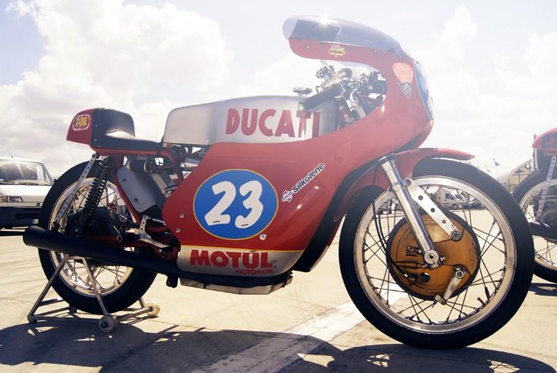 Ici on balance les Monos Ducati - Page 4 Street34