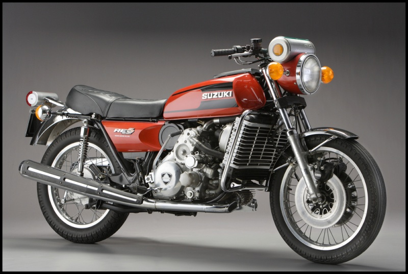 Motos d'exception et délires technologiques - Page 2 Suzuki12