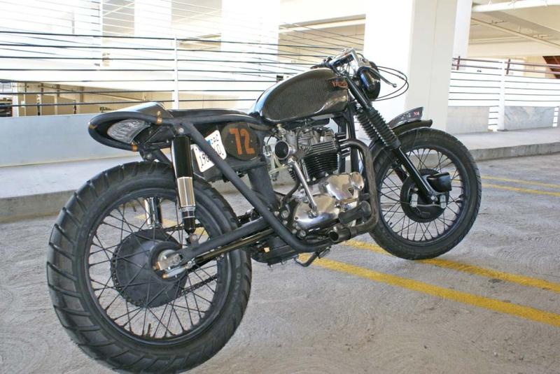 Triumph Bobber carbone Underg11