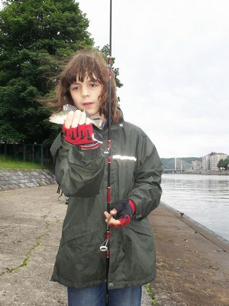 Emmener les gamin à la pêche... 0839