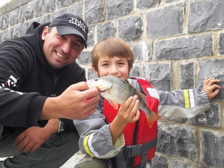 Emmener les gamin à la pêche... 1127
