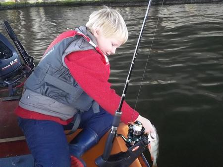 Emmener les gamin à la pêche... 1612