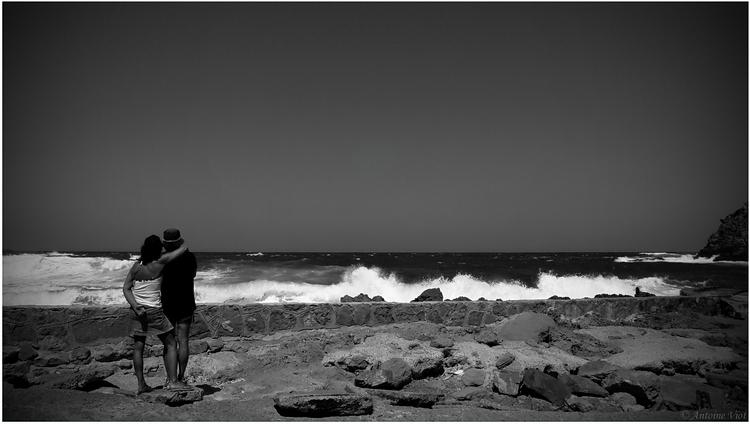 Face à la mer déchaînée... P7144210