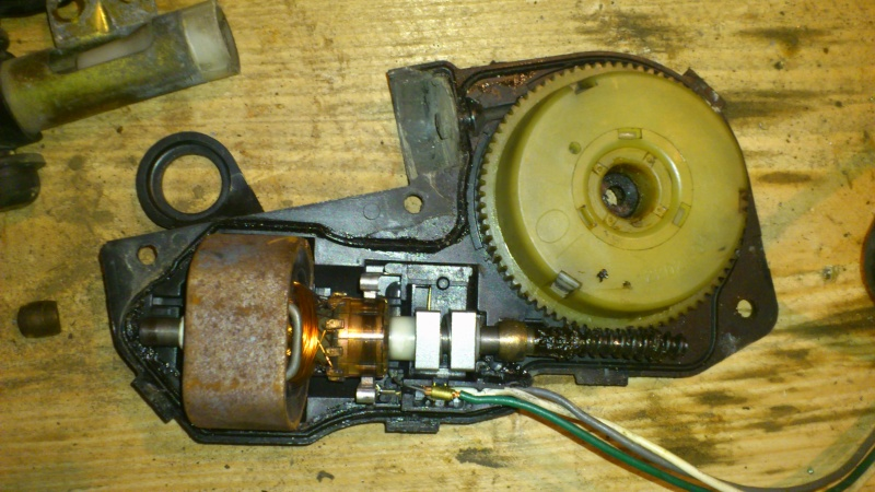 [TUTO] réparation antenne électrique XJ Dsc_0124