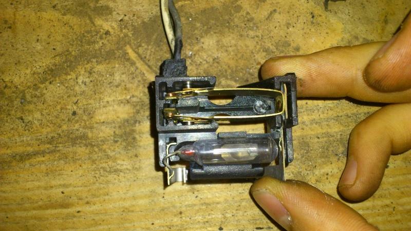 [TUTO] réparation antenne électrique XJ Dsc_0128