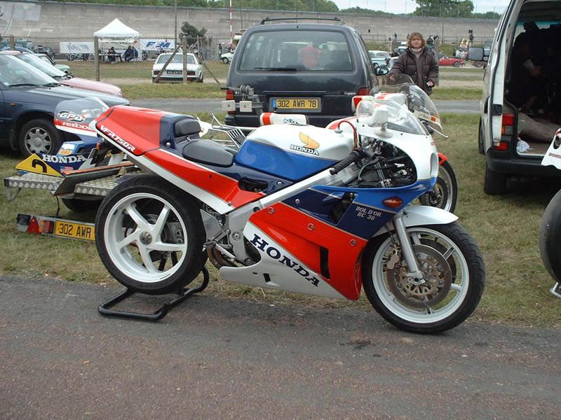 Le sujet des motards :) - Page 2 Dscf0010