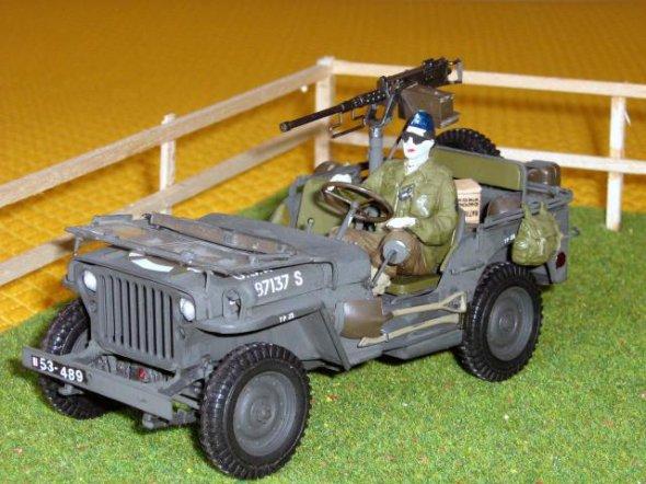 JEEP Willys MB with cal.50 machine gun -1/24émr- 8éme Cuir  29304611