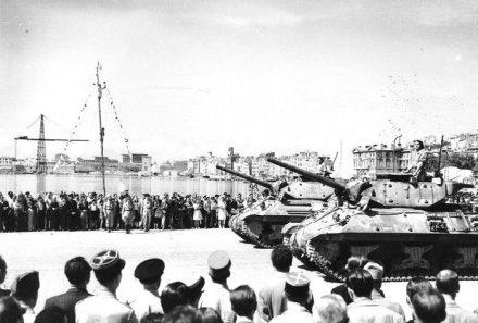 Tank destroyer M10 du 8 éme régiment de chasseurs d'Afrique -Tamiya 1/35éme Defile10