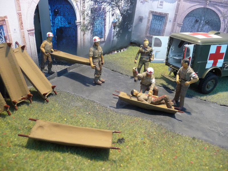 ITALERI 1/35-  AMBULANCE WC 54 -  1ére Armée française - P1040136