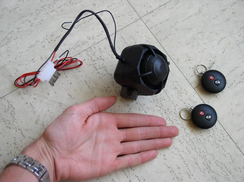 Alarme de moto/scooter sur vélomobile P6290010