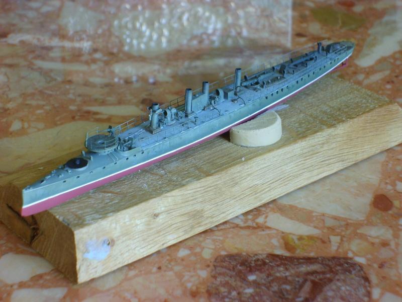 Croiseur SMS Scharnhorst Combrig + torpilleur Strérégutchy échelle 1/350è Debut des traveaux... - Page 3 S6001033