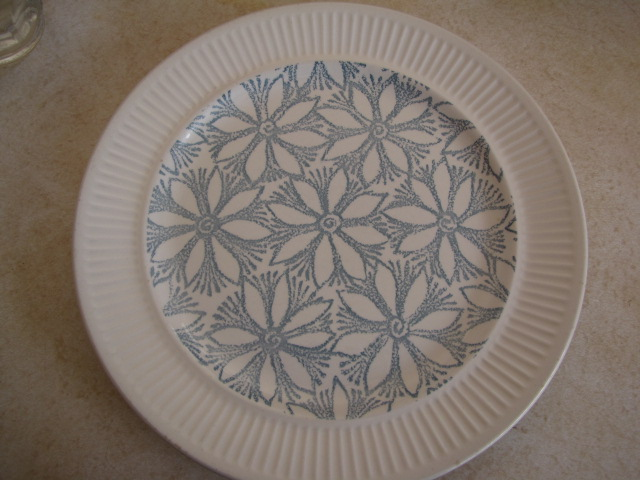 plate - kelston Ceramics Hazel and Petula d255, Panama d436 and other coloured clematis - Page 2 Hazel110