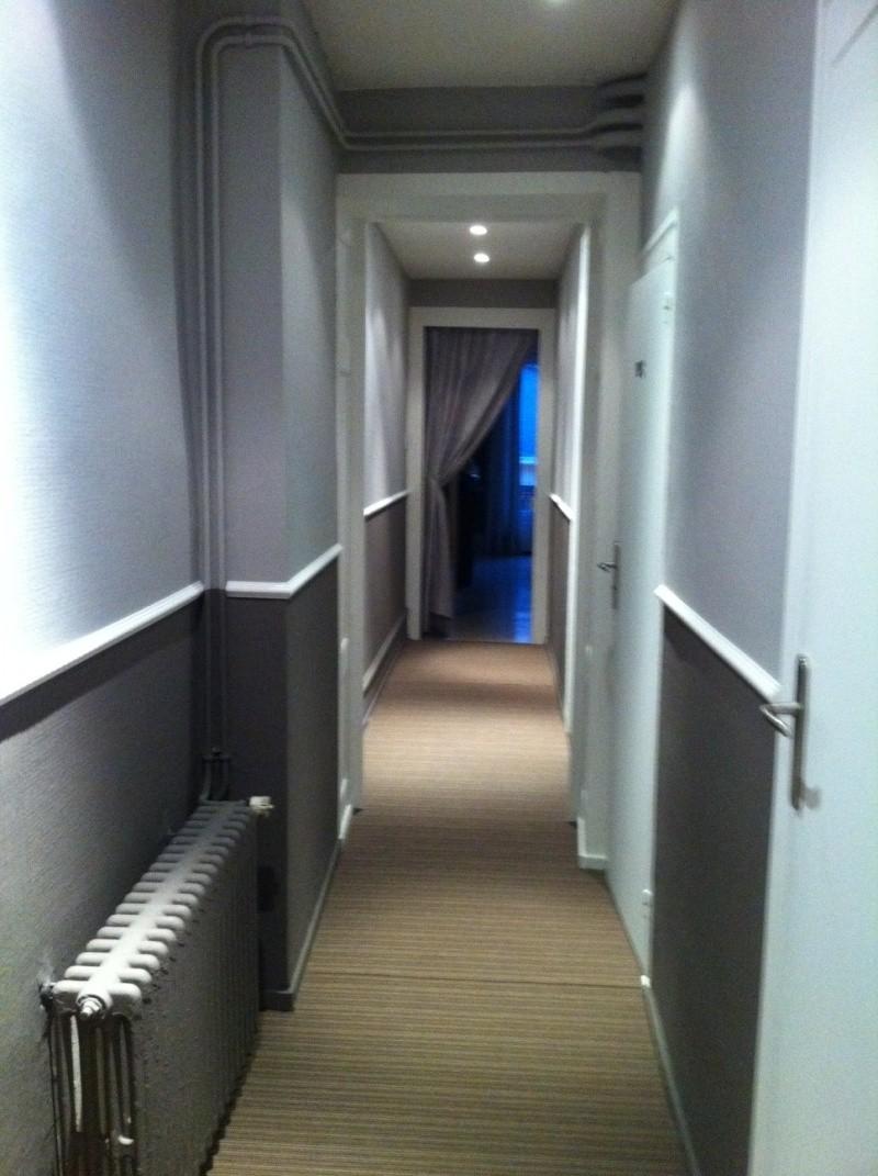 Défi: rendre chaleureux un long couloir !