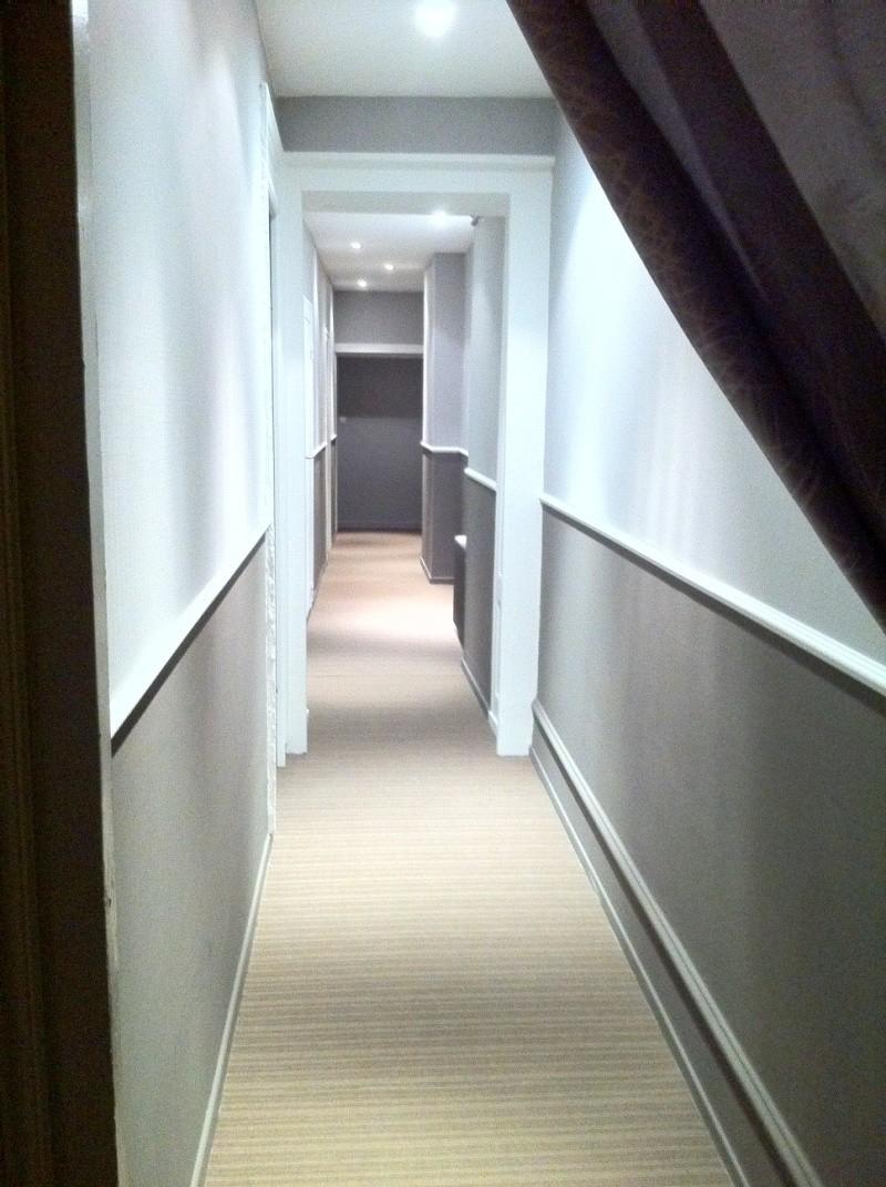 D fi rendre chaleureux un long couloir - Couleur de peinture pour couloir ...