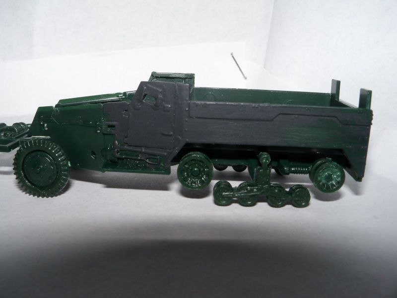 M3A1 Half-Track [Unimax 1/72] par Nicolasdu09 et M16 anti-aérien [Revell 1/76] par Panzer ==> Les faux jumeaux. - Page 2 100_1714