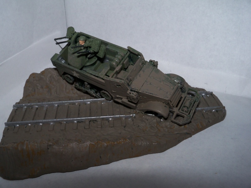 M3A1 Half-Track [Unimax 1/72] par Nicolasdu09 et M16 anti-aérien [Revell 1/76] par Panzer ==> Les faux jumeaux. - Page 3 100_2621