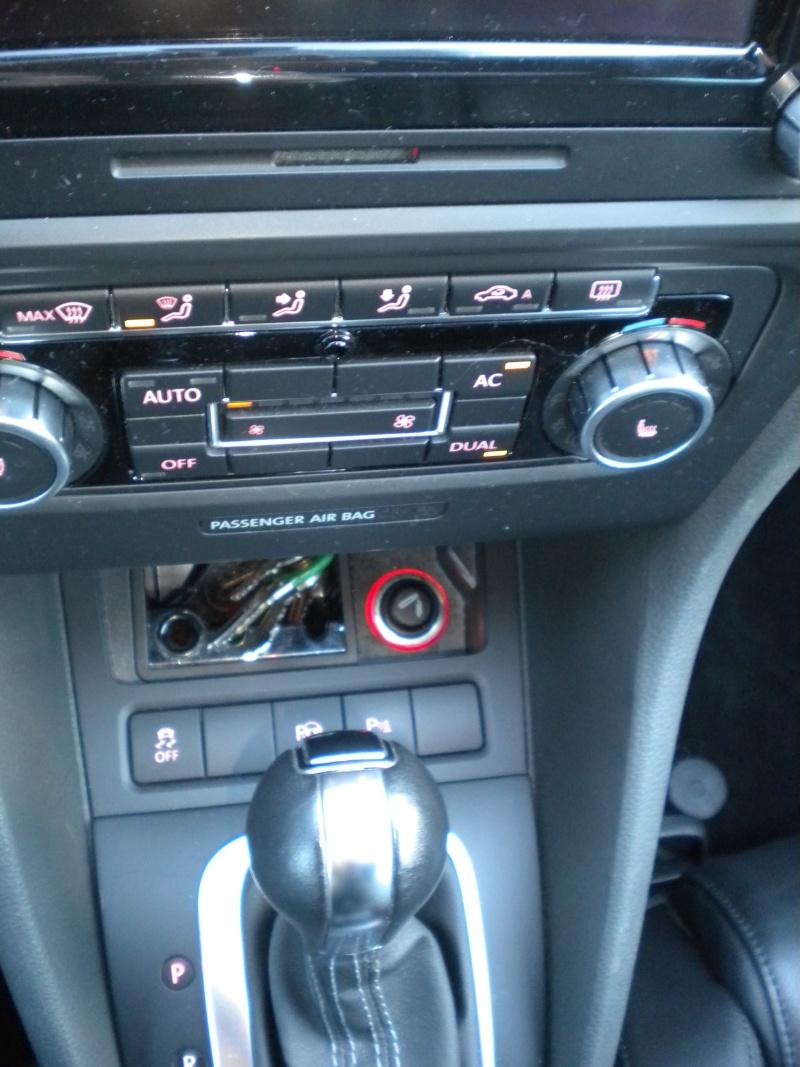 [GTD blanche 5 portes DSG] cuir/ Pack techno/toit ouvrant -novembre 2010 - Page 2 Dscn8917