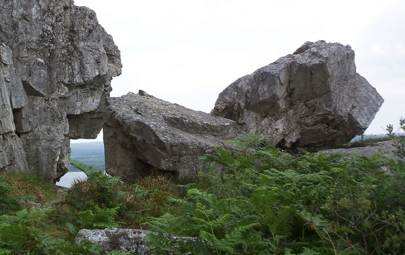 Toponymie des monts d'Arrée: ROC'H DIALC' HWEZ et ROC'H AN ANKOU Roc_h_27