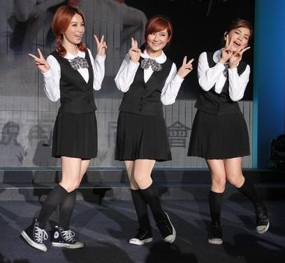 Cpop, Canto-pop, HK-pop : les concurrentes chinoises - Page 3 374