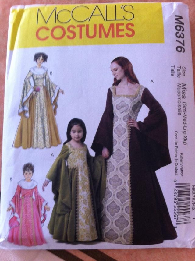 robes médiévales enfant et adulte Photo410