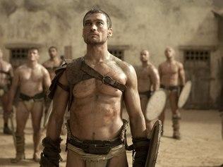 """Morre o protagonista da série de TV """"Spartacus"""" 6nqcps10"""