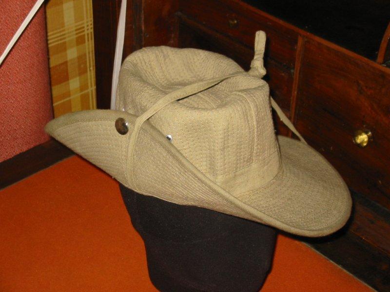 Le chapeau de broussse français 120-2015