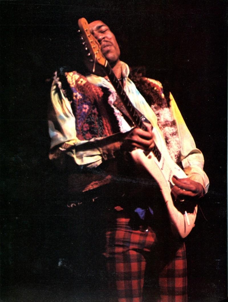 Jimi Hendrix dans la presse musicale française des années 60, 70 & 80 - Page 4 Rnf_7322