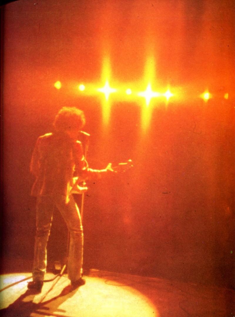 Jimi Hendrix dans la presse musicale française des années 60, 70 & 80 - Page 4 Rnf_8217